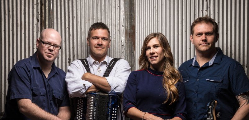 Live Music featuring Copper Box @ Vines & Rushes Winery |  |  |
