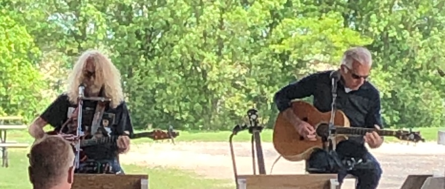 Live Music featuring Dan Braaksma & Al Muenchow @ Vines & Rushes Winery |  |  |